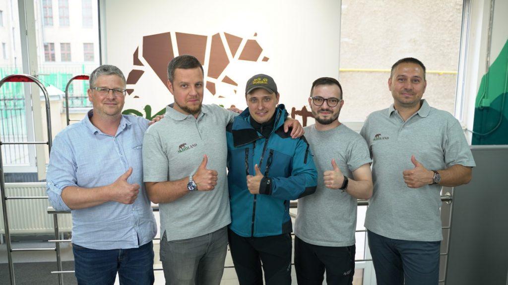 Адвокат Егоров выбирает экипировку для поход на плато Путорана